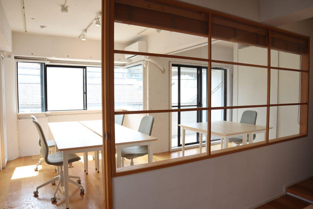 白を基調にした工事部オフィス01