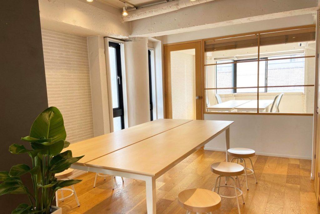 白を基調にした工事部オフィス02