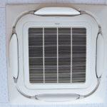 天井埋込カセット型 4方向エアコンをクリーニング!