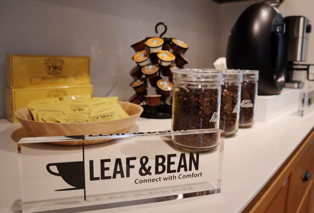 オーソリティー空調の事務所には、美味しい紅茶やコーヒーなどが楽しめる、社員憩いのカフェスペースがあります!