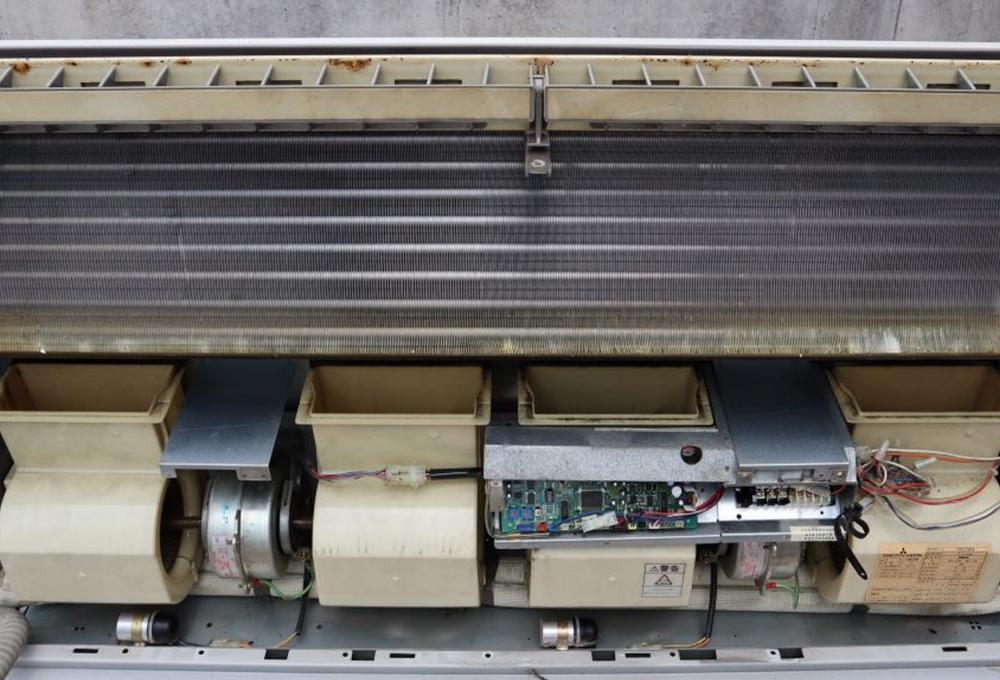 ファンと熱交換器の設置位置が離れていても、ファンと吹き出し口の間に熱交換器があっても、強力なモーターの力によりパワフルに室内に風を押し出せるため、ファンから熱交換器に風をぶつけながら調整した風を出せるそうです!