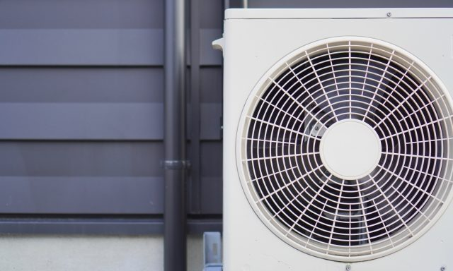 業務用エアコンの買い替え時期はいつ頃?