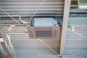 カセット形の業務用エアコンとは?取付方法や費用を解説!