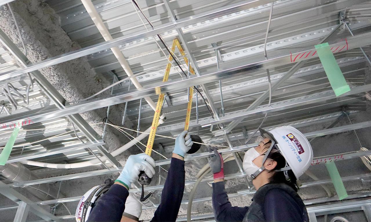 現場では、天井などの届かない場所を測るときなど、折り曲げて使うのは当たり前のことのようですので、そんなこと?と思った職人さん! そんなことなのです! 是非、参考にしてみてください!
