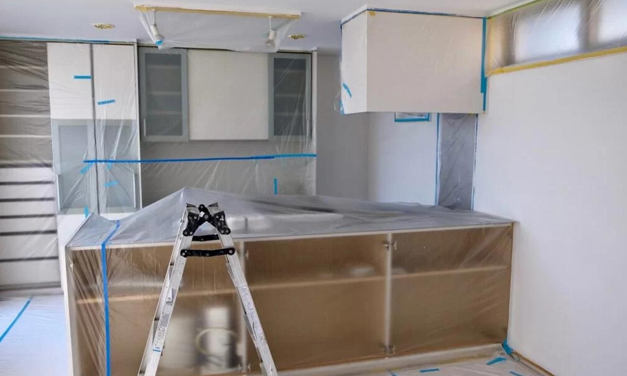 工事現場で施工箇所周辺や物品等を、汚れ・破損から防ぐために保護することを養生といいます。