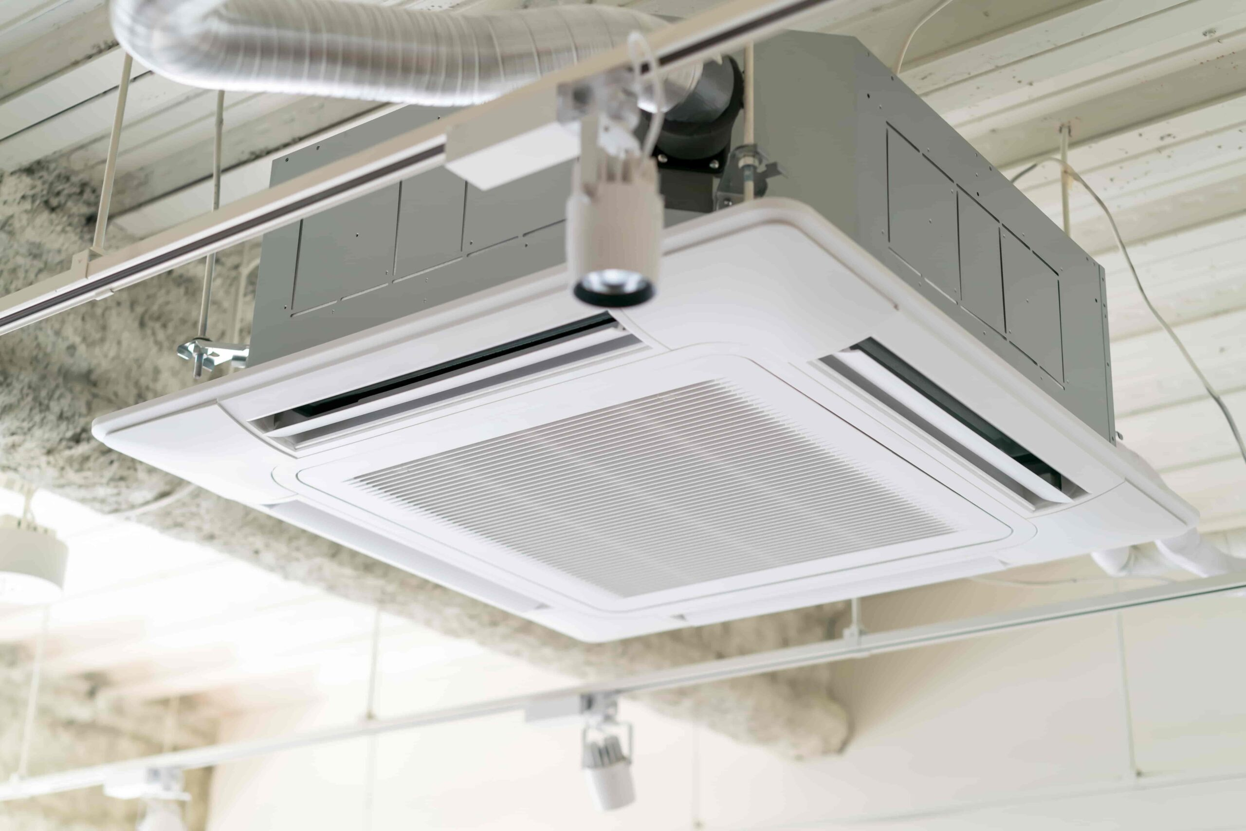 天カセ4方向型の業務用エアコンとは